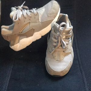 Gently used Nike huaraches